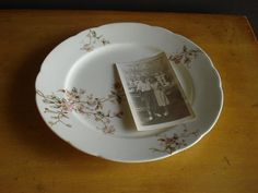 Hey, I found this really awesome Etsy listing at https://www.etsy.com/listing/172950128/to-pretty-to-eat-off-vintage-plate-with