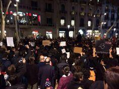 """Vorhin in #Barcelona: Demonstrant*innen auf #Mexiko-Soli-Demo fragen: """"Wo sind die 43?"""""""