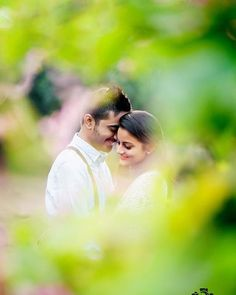 What is Special about Digital Wedding Photography? Indian Wedding Couple Photography, Wedding Couple Photos, Couple Photography Poses, Bridal Photography, Couple Shoot, Wedding Couples, Candid Photography, Photography Ideas, Pre Wedding Poses
