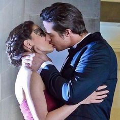Vincent and Catherine kiss in 'Any Means Possible' season 1 episode 15 'Beauty and The Beast'