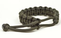 Make a Mad Max Style Paracord Survival Bracelet THE ORIGINAL - Boredpara...
