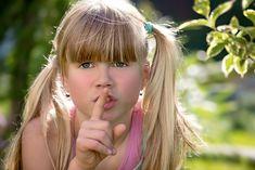5 cosas que puede revelar el amigo imaginario de tu hijo - http://www.somosmamas.com.ar/familia/5-cosas-que-puede-revelar-el-amigo-imaginario-de-tu-hijo/ Algunos niños tienen amigos imaginarios que los acompañan a todas partes y que vive aventuras junto a ellos. Generalmente estos amigos pueden estar presentes en la vida de tu pequeño entre los 2 y 7 años de edad, y contrario a lo que piensan muchos padres, esto es completamente normal. No te preo... Somos mamas