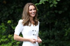 Kate Middleton's Latest Zoom-Ready Dress Is Under $15 | Vogue Kate Middleton Kids, Carole Middleton, Uk Fashion, Royal Fashion, Fast Fashion, Baby Kate, Kate Und William, Prinz William, Signature Look