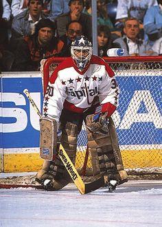 Clint Malarchuk (1987-89) Caps Hockey, Hockey Goalie, Hockey Games, Ice Hockey, Goalie Mask, Washington Capitals, Nfl Fans, Detroit Red Wings, Nhl