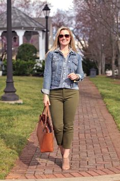 banana republic sloan pants in olive green. Perfect outfit for St. Patrick's Day!