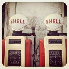 Vintage SHELL petrol pumps via Stephen Fox Old Gas Pumps, Vintage Gas Pumps, Classic Car Garage, Royal Dutch Shell, Pompe A Essence, London With Kids, American Pickers, Old Gas Stations, Old Advertisements