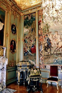 81, Royal Palace, Palaces, Castles, Interior Decorating, Villa, Fair Grounds, Painting, Luxury