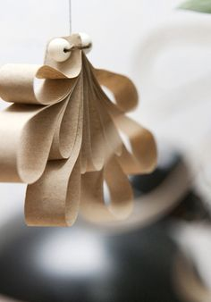herkku ja koukku: Joulukalenterin luukku 3: Kuusenkoriste paperista