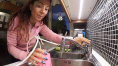 Hej finaste!   I denna video visa jag min fantastiska alkaliska vattenrenare som jag köpte för ett tag sedan hos min Kinesolog. Jag har fått så många frågor om var man kan hitta en bra vattenrenare.  AOK som renaren heter ger mig rent filtrerat & alkaliskt vatten på bara några sekunder. Du kan ta med den överallt och koppla in lätt som en plätt.  Värdet av rent vatten som ger bättre pH värde är guld och jag kan inte förstå hur jag klarade mig innan. Nu smakar mitt vatten helt annorlunda och…