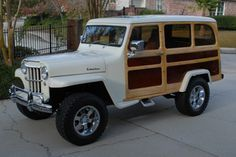 Love this Willys Jeep Station Wagon. Looks like a really nice restoration. NOW This is a JEEP! Jeep Willys, Willys Wagon, Volvo Wagon, Auto Jeep, Vintage Jeep, Vintage Trucks, Cool Jeeps, Cool Trucks, Jeep Truck