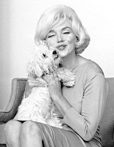 Marilyn Monroe with her white Maltese Poodle Maf 1961