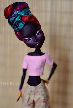 Nneka is a beautiful fashion lover. She likes to wear bright colors, fancy shoes and colorful turbans. The base doll is Catty Noir from the Monster High. Custom Monster High Dolls, Monster High Repaint, Custom Dolls, Barbie, Homemade Face Paints, Ever After Dolls, Catty Noir, African American Dolls, Doll Painting