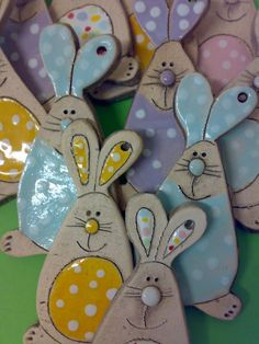 Air dry clay bunnies for Easter - so cute! Air dry clay bunnies for Easter - so cute! Salt Dough Crafts, Salt Dough Ornaments, Clay Ornaments, How To Make Ornaments, Ceramics Projects, Clay Projects, Clay Crafts, Diy And Crafts, Crafts For Kids
