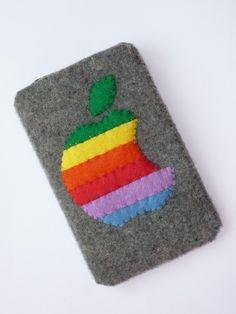 Egoor Premium Felt Apple Logo with Rainbow Stripes iPod iPhone Pouch Cozy Case Felt Phone Cases, Felt Case, Felt Pouch, Iphone Cases, Felt Crafts Diy, Felt Diy, Motifs Perler, Felt Decorations, Felt Patterns