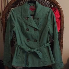 ⬇️OBO NWOT merona water repellant short trench Jacket is double breasted with a waist tie and two front pockets. It is lined in a blue and white striped fabric. Great spring rain coat! Jacket is a touch lighter in real life. No trades! Merona Jackets & Coats Trench Coats