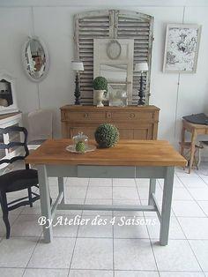 Par www.atelierdes4saisons.com  #Tabledeferme #Patinée #vertdegris #blanc poudré . #Table délicieusement authentique au charme désuet. #atelierdes4saisons .