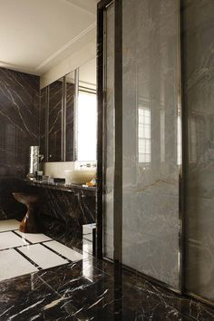 a perfectly stylish Parisian bathroom