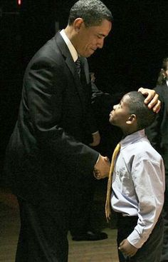 President Barack Obama with a young admirer. How will this young man remember this day and how will it influence his life? Wish I knew his name to list it here. I would love to check back in on him in years. Black Presidents, Greatest Presidents, American Presidents, First Black President, Mr President, We Are The World, In This World, Barak And Michelle Obama, Presidente Obama