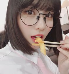 MOMO is still beautiful with glasses! MOMO: Everyone would look pretty if you wear glasses without lenses! Nayeon, Kpop Girl Groups, Korean Girl Groups, Kpop Girls, Mamamoo, Girls Generation, Snsd, Jonghyun, Shinee
