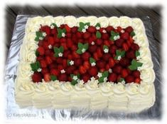 Onnittelukakku 30-vuotiaalle Cake Piping, Buttercream Cake, Strawberry Topping, Cooking Cake, New Cake, Holiday Cakes, Cake Decorating Tutorials, Cake Tutorial, Cute Cakes