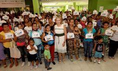 Leticia Coello de Velasco entregó suplementos mujeres