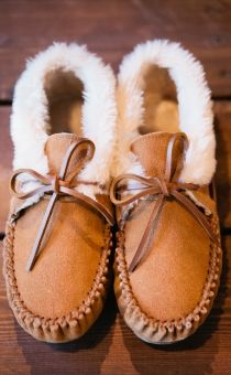 i want to live in these mocs; chrissy slippers (minnetonka moccasin)