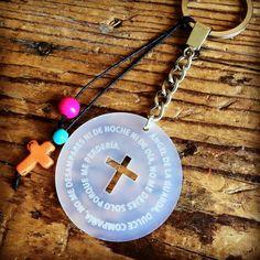 Detalle cruz acrilico