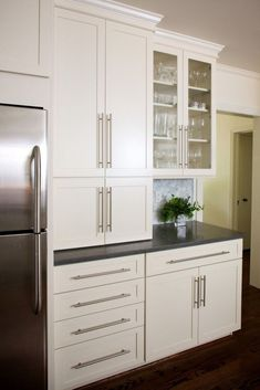 78 This Stunning All White Kitchen Renovation Was Totally Worth 58 White Kitchen Cabinets Kitchen Renovation Stunning Totally White Worth Kitchen Drawer Handles, Kitchen Cabinet Hardware, Modern Kitchen Cabinets, Kitchen Modern, Kitchen White, Kitchen Pulls, Long Kitchen, Kitchen Pantry, Farmhouse Cabinets