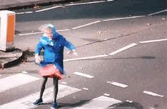 (Gif) HARRY AS AN OLD LADY IS TERRIFYINGLY HILARIOUS.