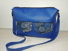 Besace Zip-Zip bleue compartimentée cousue par Les petits ateliers de Javadi