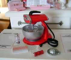 1:6 PLAYSCALE VINTAGE SUNBEAM STYLE RED MIXER    Mixer has been customized by me:    It has a removable bowl and a realistic paddle.    The