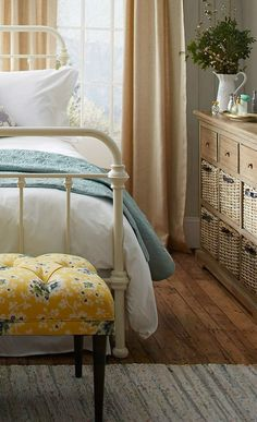 Cottage Style Bedroom design  5