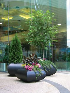 Barkman Elan planter. Made from glass reinforced concrete.