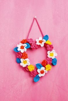 Issue 81 Sneak Peek: Prepare for the summer months with our floral wreath