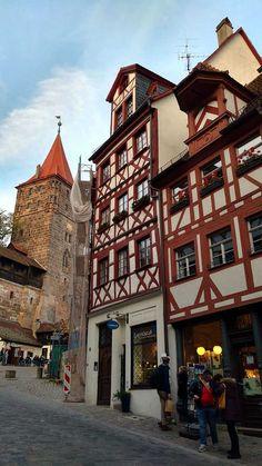 Nuremberg é cheia de casinhas típicas da Alemanha, comida boa, história por tudo quanto é lado e cerveja! Veja o roteiro de 3 dias e atrações!  Alemanha Em Nosso Blog muito mais Informações http://storelatina.com/travelling  #germanytravel #traveling #viagem #viagemalemanha