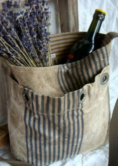 repurposed vintage mail bag - messenger tote bag I wouldn't have wine in it but a nice carafe of sweet tea and a picnic would be nice. Creative Bag, Market Bag, Tote Purse, Bag Making, Repurposed, Purses And Bags, Sewing Projects, Reusable Tote Bags, Fabric