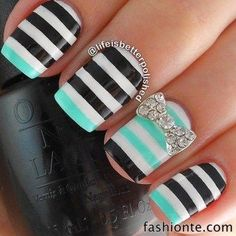 Chic Beachy Aqua Manicures For Summer – Nail Art Ideas. Are you heading to the beach this summer and looking for the perfect manicure? Get Nails, Fancy Nails, Love Nails, How To Do Nails, Fabulous Nails, Gorgeous Nails, Pretty Nails, Uñas Diy, Striped Nails