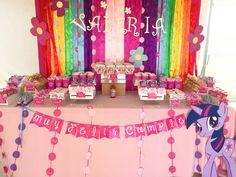 Esta mesa de dulces de Mi pequeño Pony la montamos este verano en la playa! ¿Qué les parece? #charmingstudio