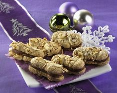 Unser beliebtes Rezept für Nougatzungen und mehr als 55.000 weitere kostenlose Rezepte auf LECKER.de. Cookie Bakery, Biscuit Cookies, Yummy Cookies, Oreo, German Christmas Cookies, Almond Macaroons, Biscuits, German Desserts, Key Lime