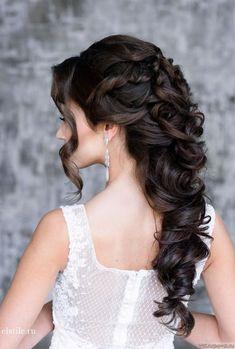 ナチュラルで艶っぽい魅力が溢れる♡長さ別《黒髪花嫁》のヘアアレンジまとめ*にて紹介している画像