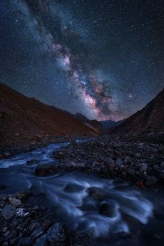 milky way night sky Beautiful Sky, Beautiful World, Beautiful Landscapes, Landscape Photography, Nature Photography, Ciel Nocturne, Sky Full Of Stars, Out Of This World, Milky Way