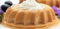 1 envelope de gelatina incolor sem sabor (12g) - 1 lata de leite condensado - 1 e ½ xícara (chá) de leite - 1 colher (chá) de essência de baunilha - Chantilly para decorar