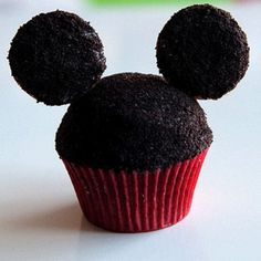 Mickey Mouse Cupcakes Recipe inspired by Mickey Mouse- Toothpicks, mini oreos. Mickey Cupcakes, Fun Cupcakes, Cupcake Cakes, Cup Cakes, Cupcakes Design, Cupcake Art, Mini Cakes, Cocina Mickey Mouse, Minnie Y Mickey Mouse