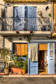 Fisherman house in Sete (Languedoc Roussillon), France ♠ by Adrien Ahstudio on 500px