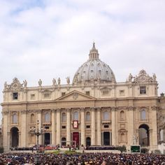 Peter Rome / Vaticano - Holy fair of palm sunday with the pope Other Countries, Countries Of The World, Great Places, Places Ive Been, World Heritage Sites, Louvre, Country, Building, Palm Sunday