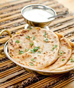 Alu parata – ízletes krumplis lepény Indiából | Vegavarazs Alu Paratha, Sandwiches, Pasta, Hummus, Vegan, Ethnic Recipes, Food, Drink, Pizza