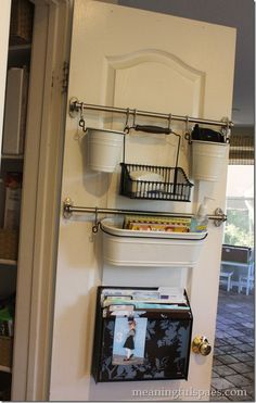 Pantry Door Storage----Solutions for Keeping Kitchen Counter Tops Clutter Free Kitchen Organization, Organization Hacks, Organizing Ideas, Command Center Kitchen, Command Centers, Ideas Prácticas, Ideas Para Organizar, Home Kitchens, Farmhouse Kitchens