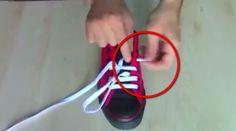 Come mettere i lacci delle scarpe senza ingarbugliarli? Ecco un video tutorial che mostra alcuni metodi infallibili, dai classici ai più eccentrici.