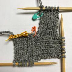 스웨덴 자작~ 1번째 블록 시작하기 : 네이버 블로그 Knitting Patterns, Sewing Patterns, Crochet Patterns, Knitting Stitches, Baby Knitting, Japanese Crochet, Crochet Box, How To Purl Knit, Knitted Bags