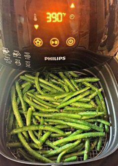 Healthy and easy air-fried green beans. Made in the air fryer in just 15 minutes! Air Fryer Oven Recipes, Air Frier Recipes, Air Fryer Recipes Green Beans, Air Fryer Recipes Vegetables, Power Air Fryer Recipes, Air Fryer Recipes Vegetarian, Avocado Toast, Sauce Pizza, Air Fried Food